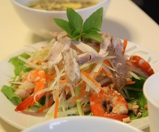 papaya salad with prawn and pork