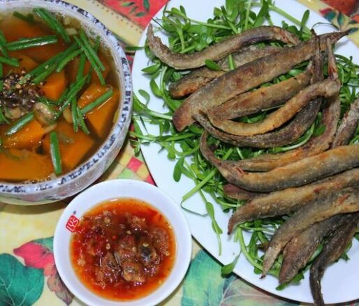 Crispy-fried Loaches With Tamarind Fish Sauce