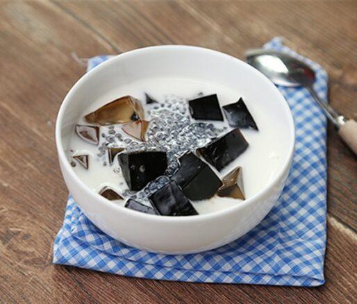 Suong Sao Black Jelly with Clove Basil Seeds