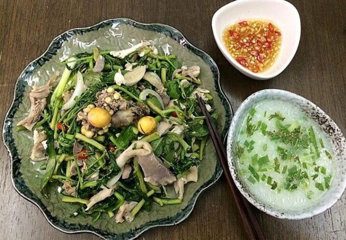 Vietnamese chicken salad with water mimosa