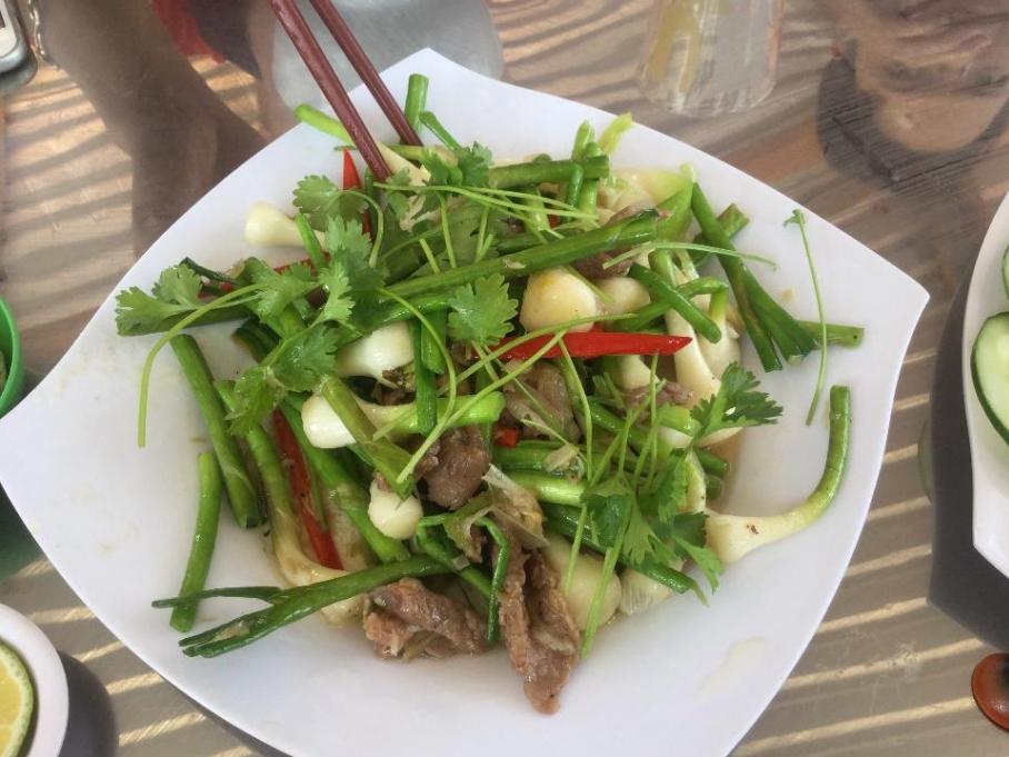 beef stir-fried with solo garlic
