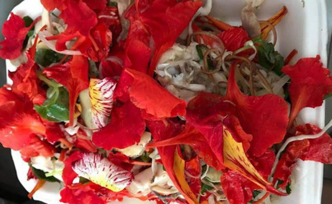 chicken salad with phoenix flowers