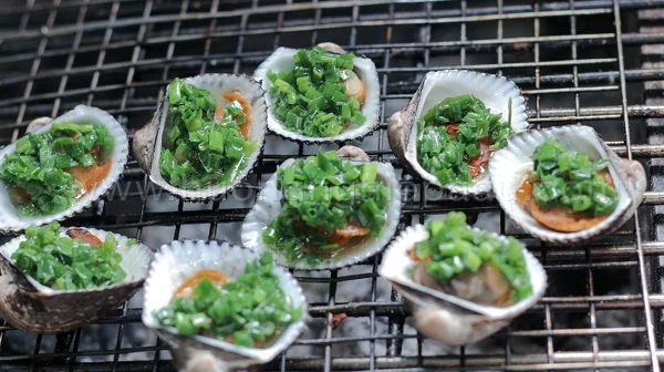 grilled hairy ark clams