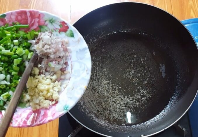making spring onion oil sauce