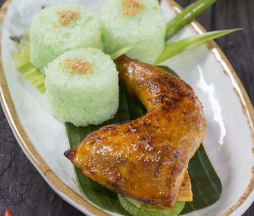 pandan-flavored xoi with roasted chicken