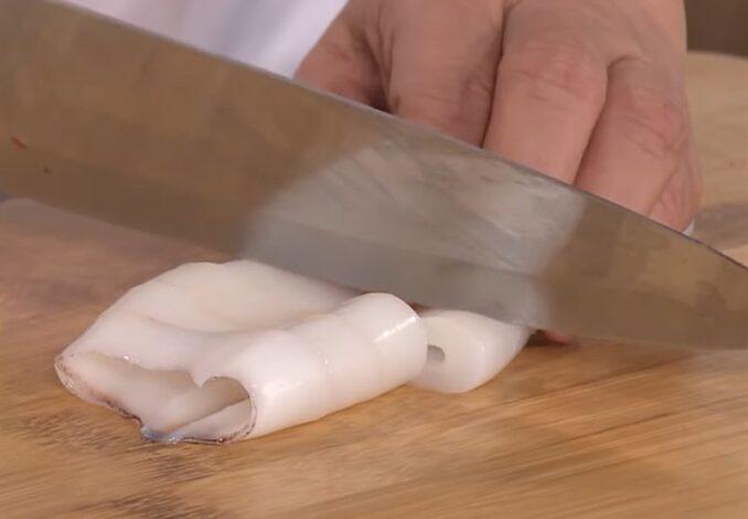 slicing squids