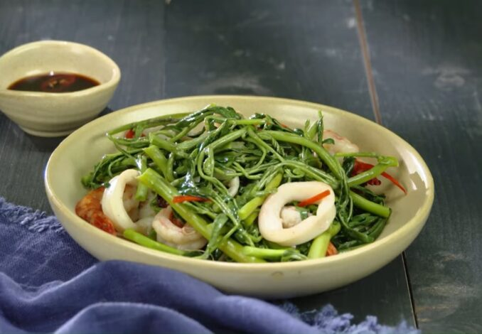 stir-fried water mimosa with seafood