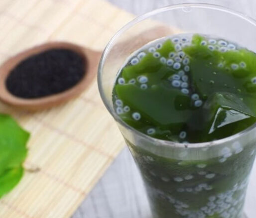 Suong sam jelly with clove basil seeds