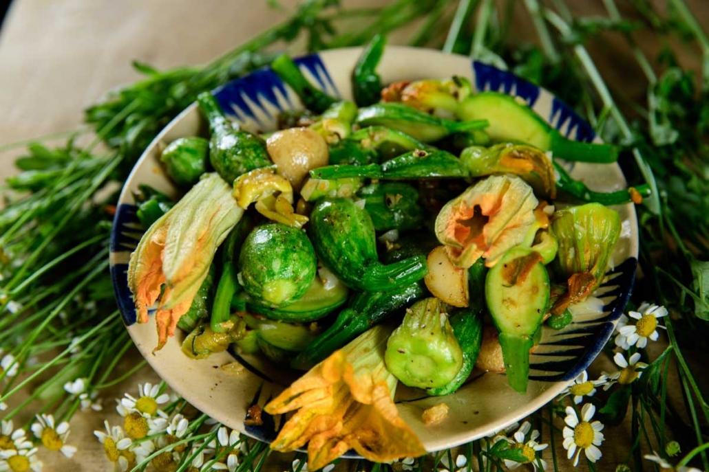 Stir-fried-Female-Pumpkin-Flowers-with-Garlic