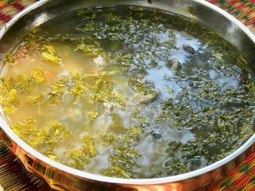 balloon frog sour soup with tamarind leaves