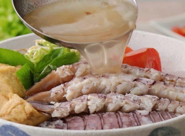 serving mantis noodle soup