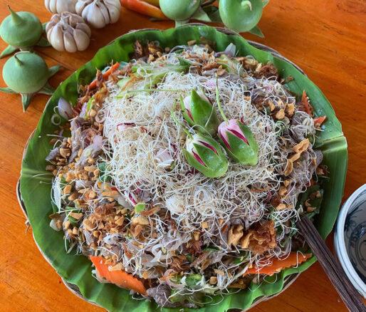 Beef shank salad with mangrove apple flowers