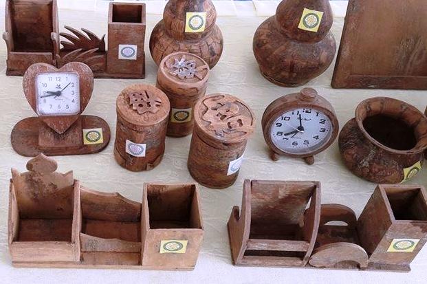 Cinnamon wood souvenir products