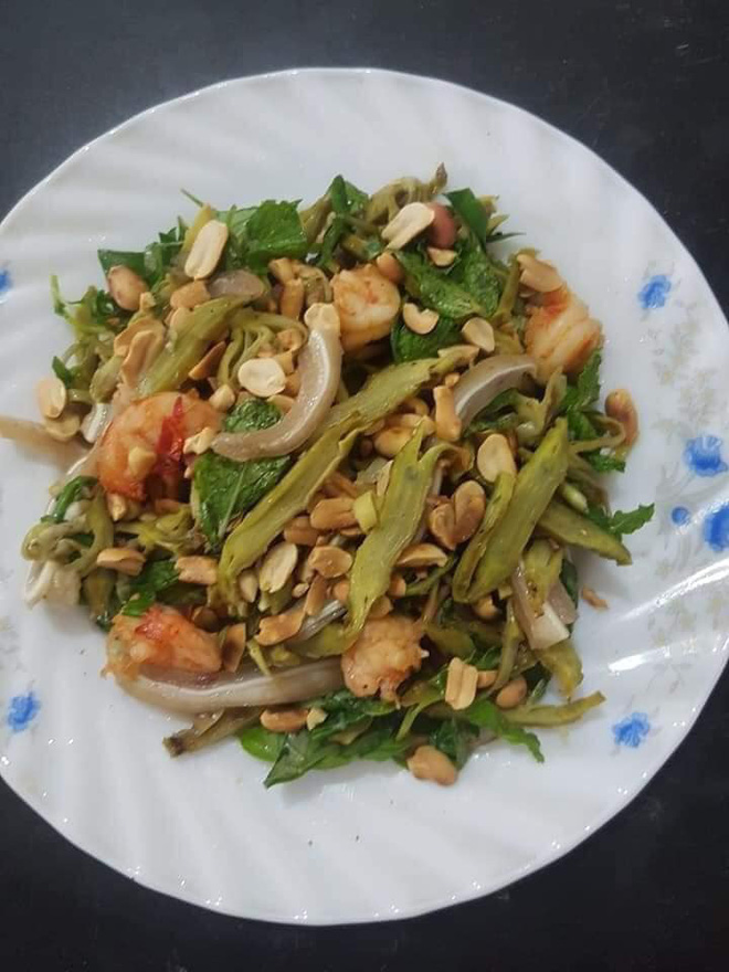 Oroxylum salad with pig's ear