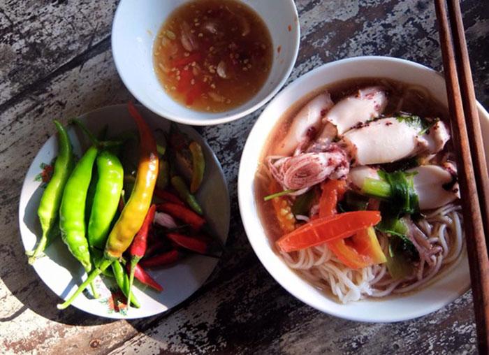 Phu Yen squid noodle soup