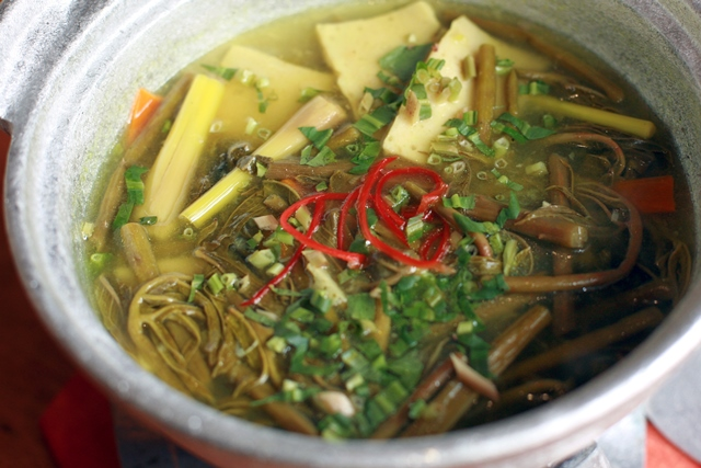 Spiny lasia soup with soft bean curd