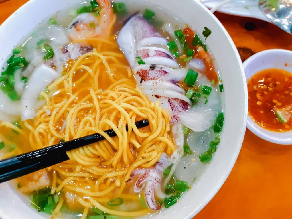 Squid noodle soup with corn noodle