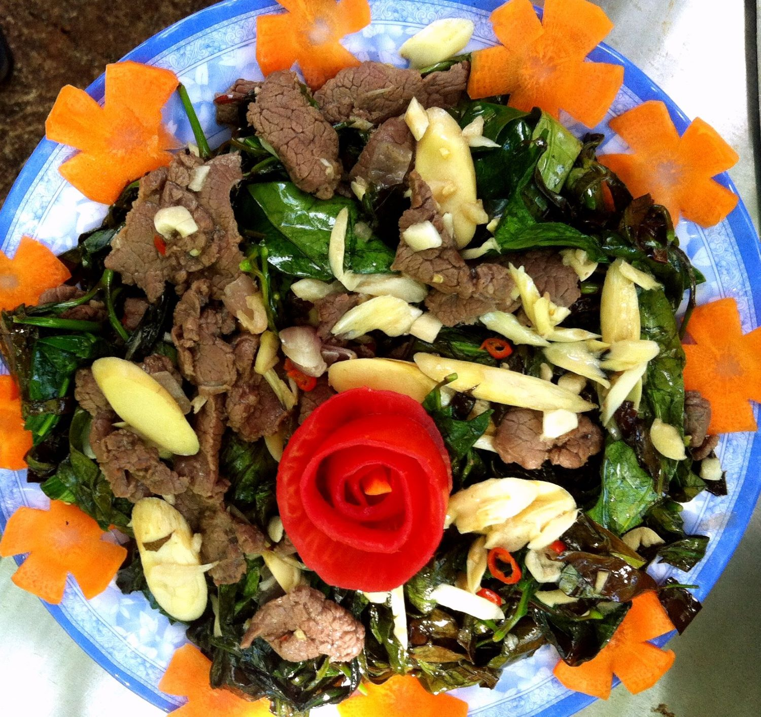 Stir-fried gnetum leaves with beef