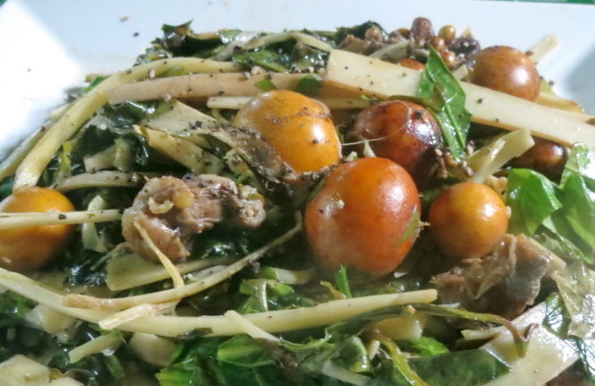 Stir-fried gnetum leaves with unlaid chicken eggs