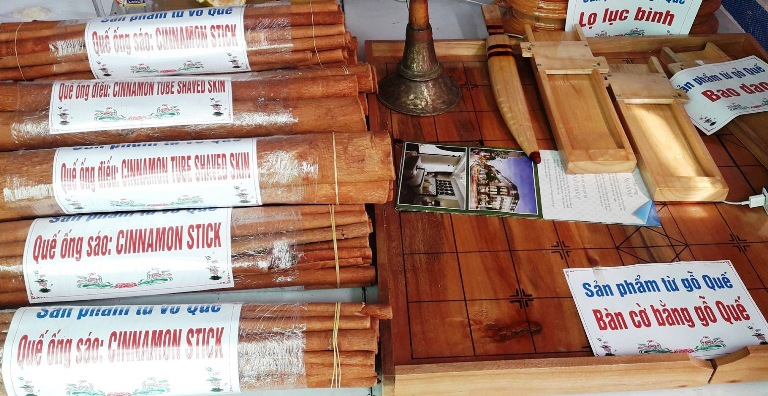 cinnamon sticks and cinnamon wood chess boards